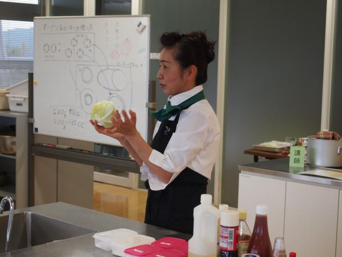 野菜ソムリエの岡さん。本日のテーマ食材は「レタス」でした。